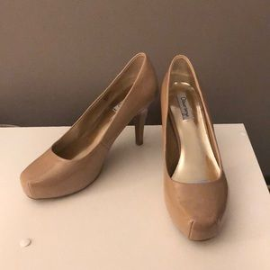 Size 7M nude/tan Olsenboye pair of heels